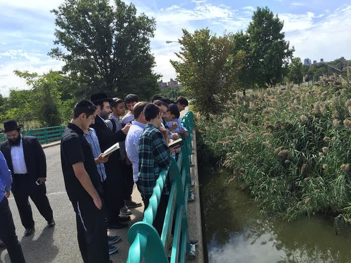 MTV Students at Tashlich Erev Yom Kippur